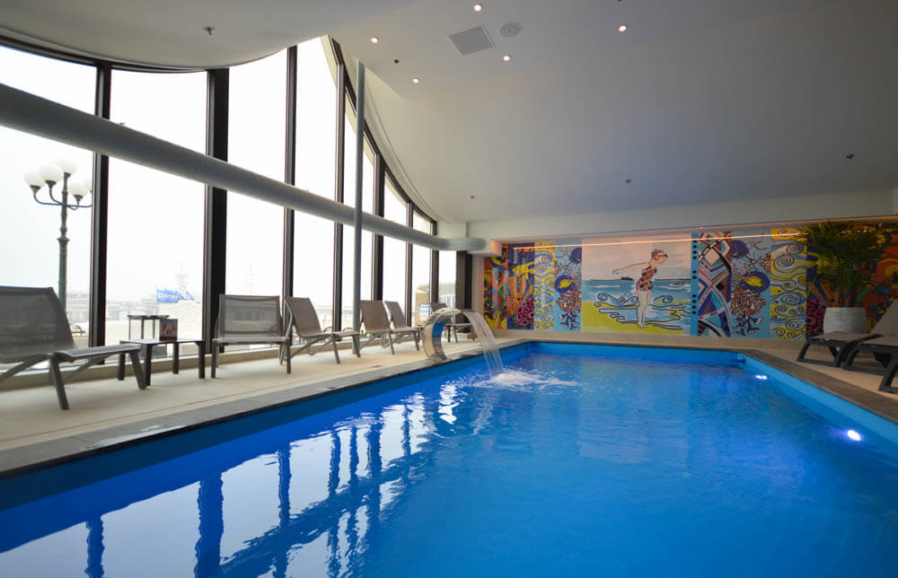 Binnen zwembad Kurhaus Hotel