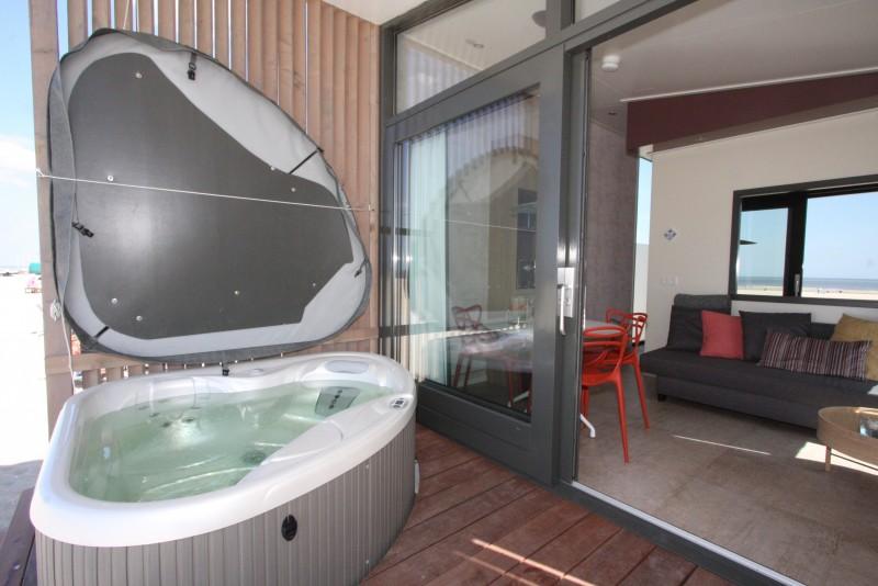 Luxe strandhuis met sauna en Jacuzzi aan zee Kijkduin