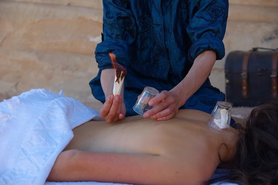 Traditionele massages in woestijn van Jordanië