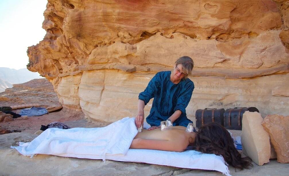 Massages in woestijn van Jordanië