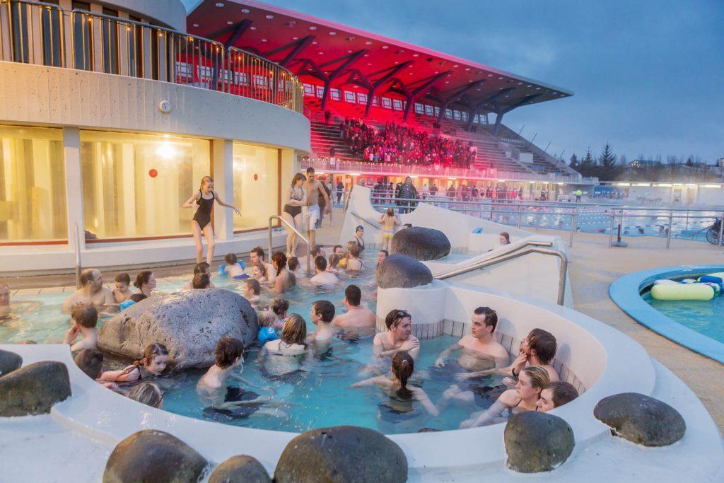 Zwembad Laugardalslaug in Reykjavik