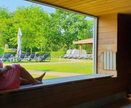 In de zomer naar de sauna met warm weer