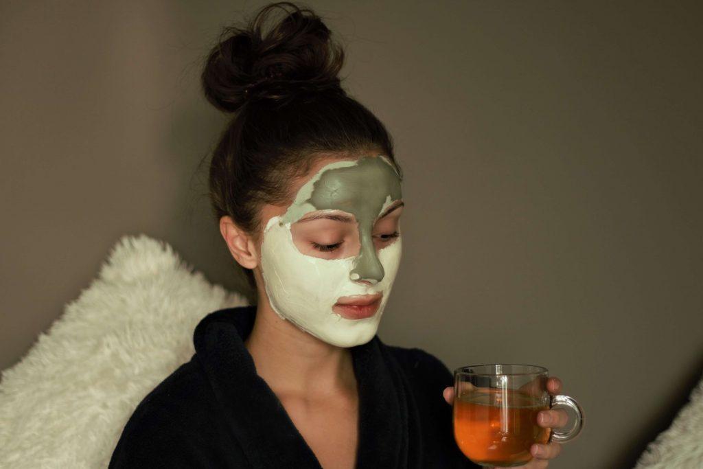 Praktische en gezonde huid tips voor vrouwen in de winter