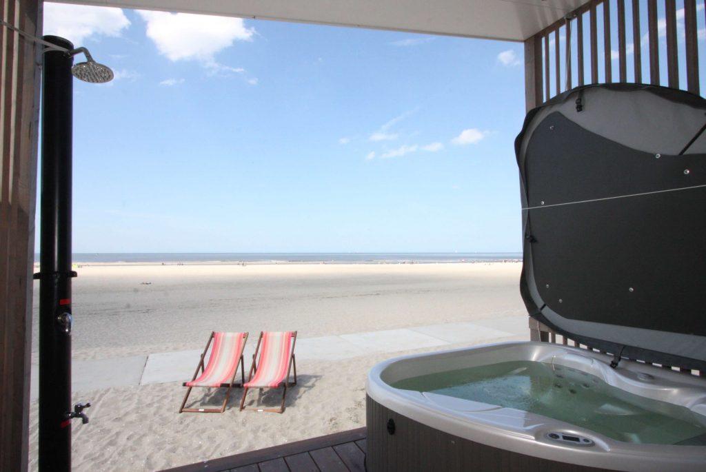Strandhuisje met sauna en Jacuzzi aan zee Kijkduin