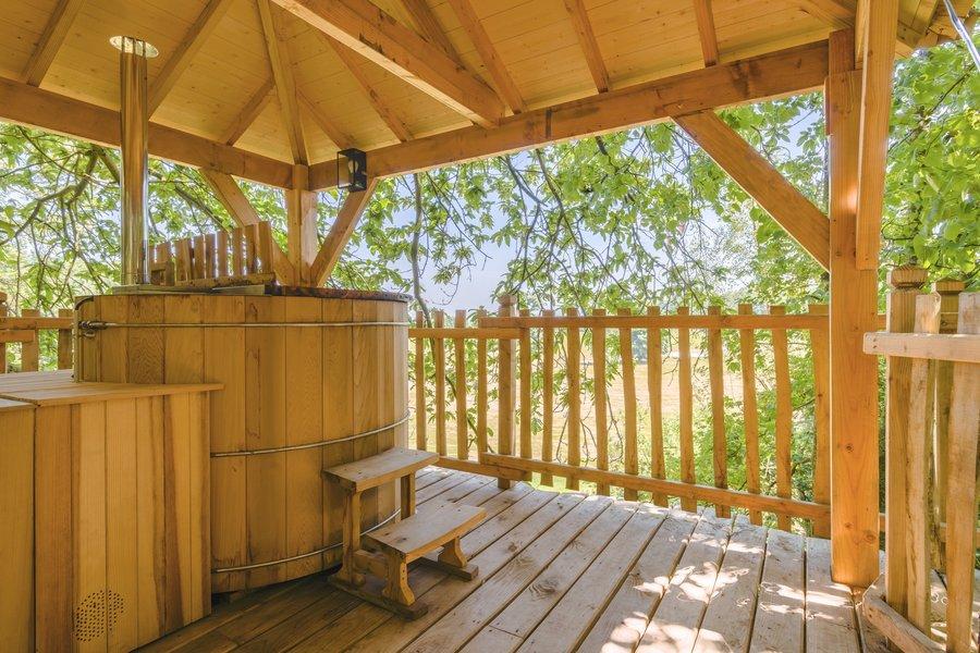 Slapen in een boomhut met sauna