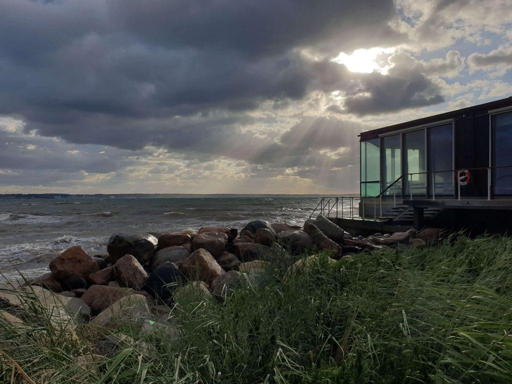 Sauna boven zee in Zweden