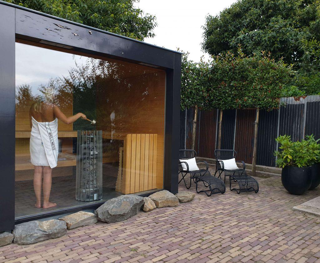 Zelf sauna opgieten