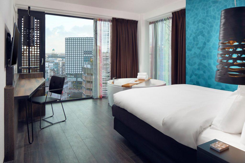 Hotel met jacuzzi op kamer.