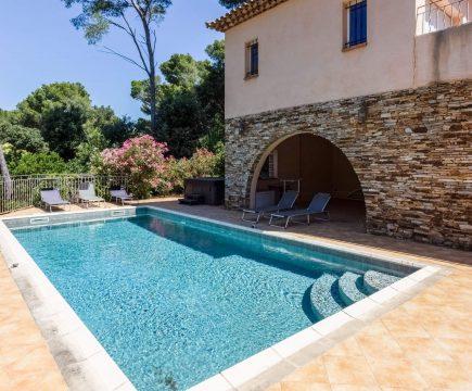 Interhome vakantiehuis met Jacuzzi Frankrijk