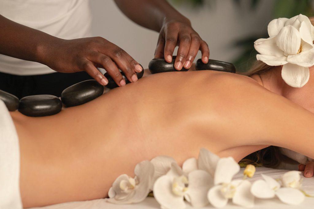 Wat is een Hot Stone Massage.
