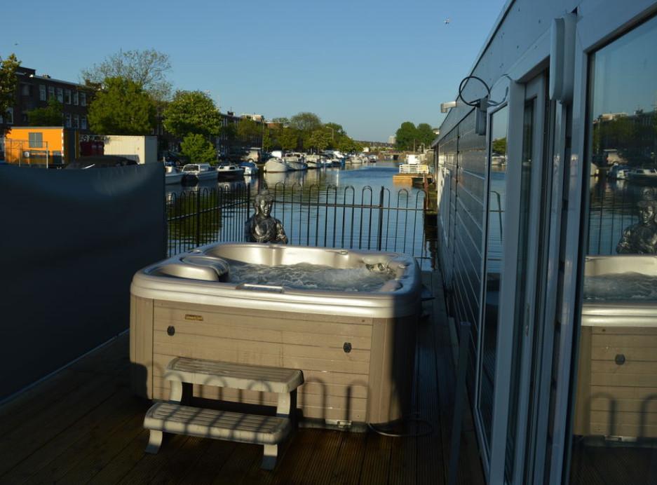 Slapen op een woonboot met jacuzzi - Den Haag