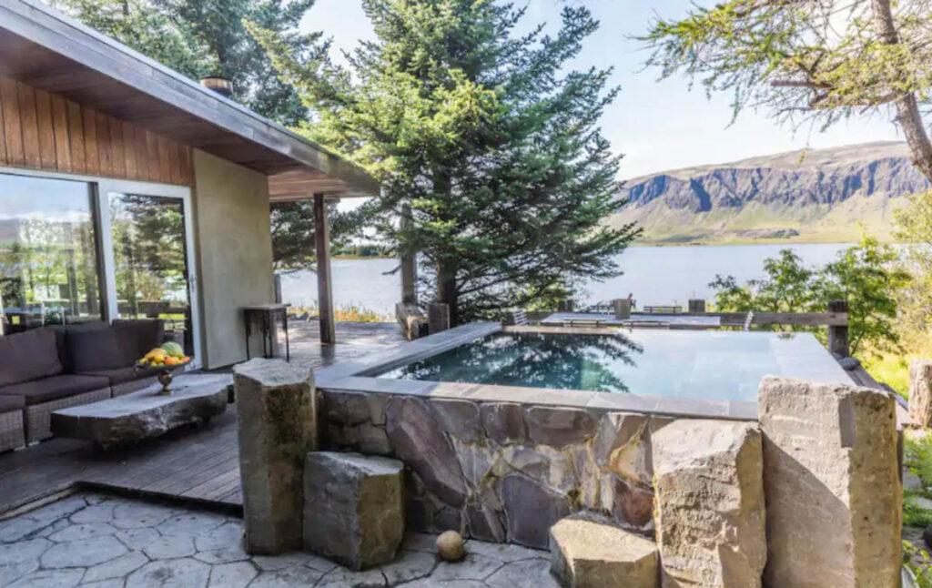 Slapen in Noorderlicht huisje met jacuzzi en sauna