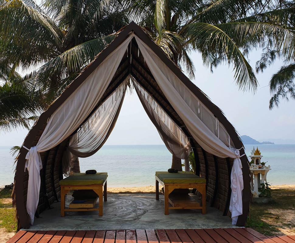 Thaise massage op het strand - Kok Mak - Thailand