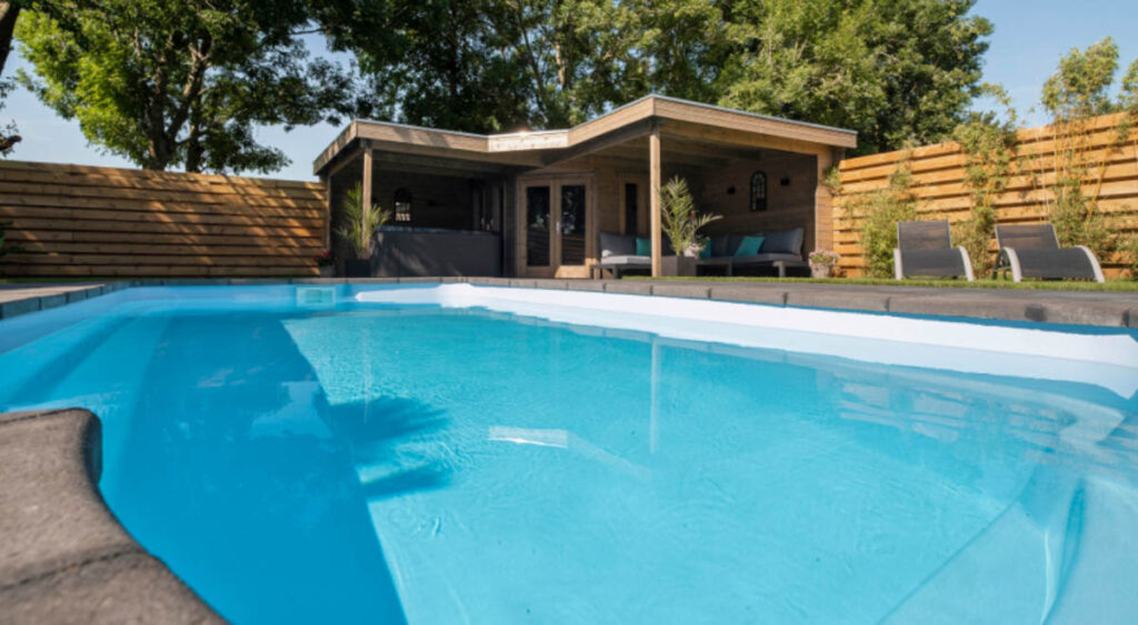 Prive sauna verwarmd zwembad buiten