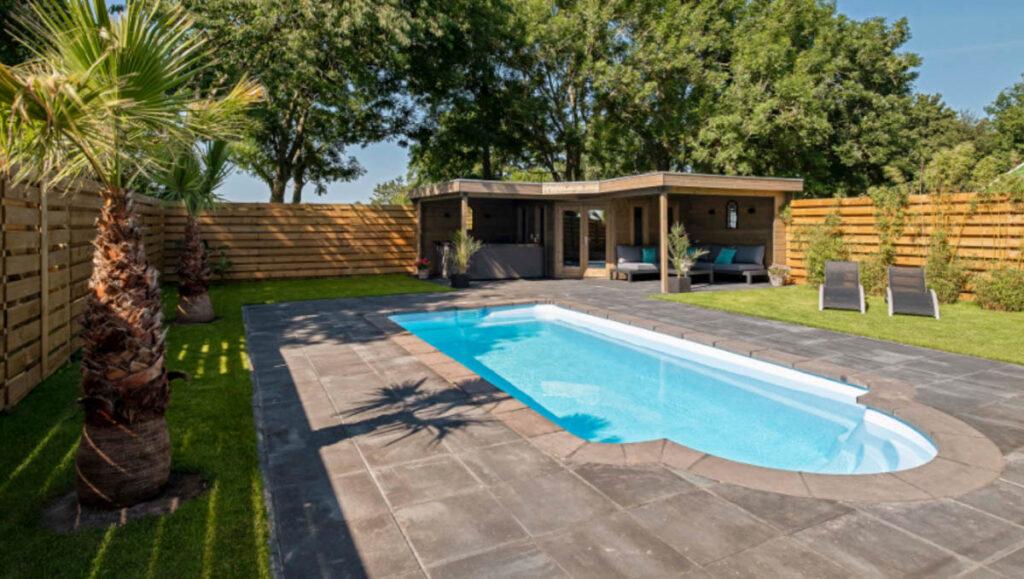 Privé sauna met zwembad buiten