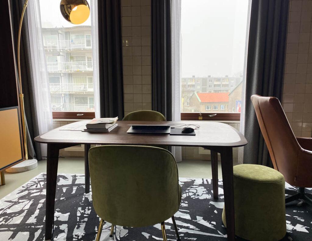 Hotelkamer als kantoor