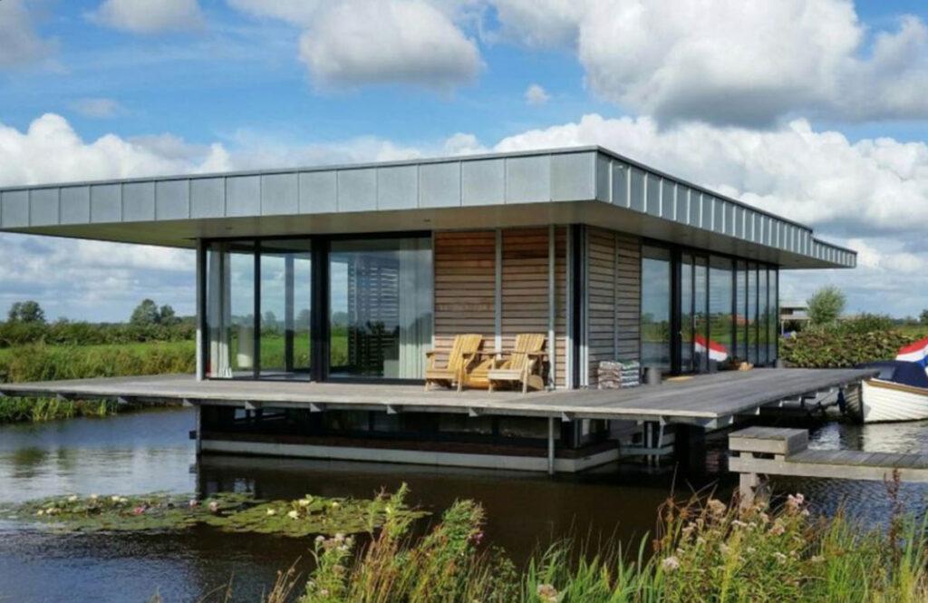 Huisje met sauna aan het water Nederland