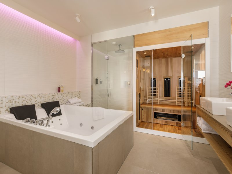 Suite met jacuzzi en sauna aan zee