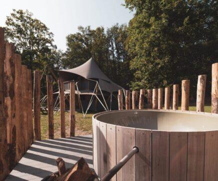 lodgetent met hottub of bubbelbad in Nederland