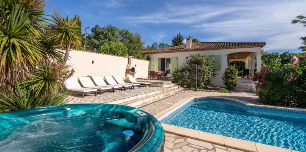 vakantiehuis met privé zwembad en bubbelbad in Frankrijk