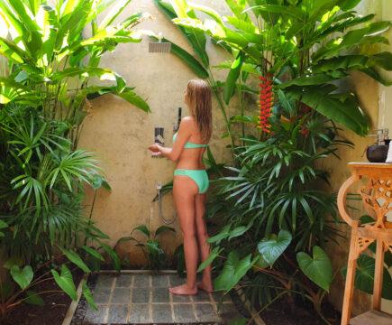 Buitendouche inspiratie ideeën voor wellness tuin