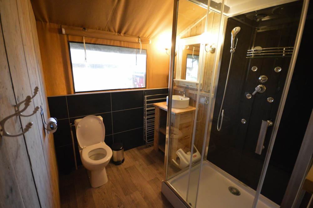 Glamping aan zee met wellness badkamer